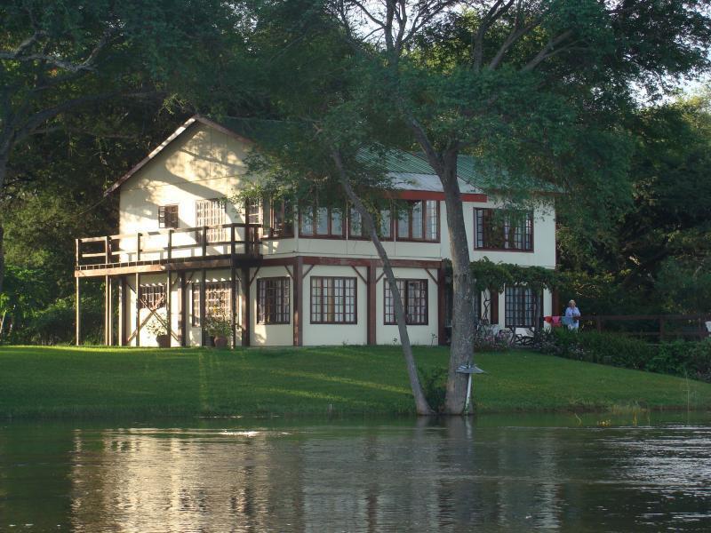 Kayube Zamezi River House from the Zamezi River - Victora Falls Zambia - Kayube Zambezi River House and Bungalows -  Zambia - Livingstone - rentals
