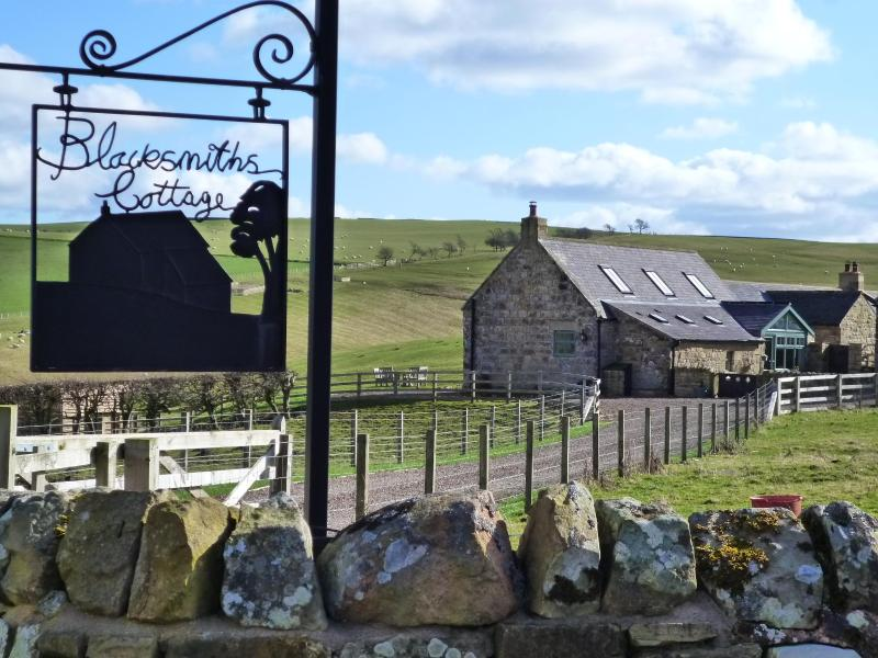 Get away from it all at Blacksmiths Cottage in the heart of Northumberland. - Blacksmiths Cottage. 33 x 5* Trip Advisor Reviews - Alnwick - rentals