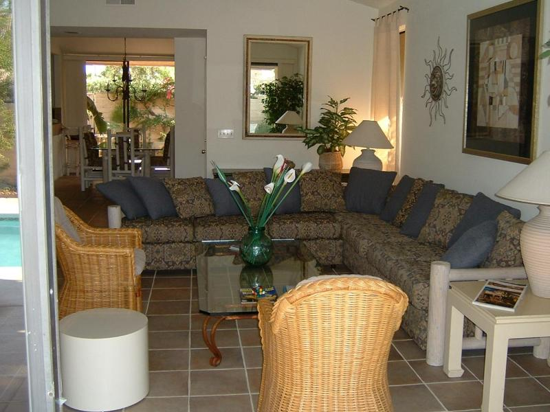 Living room - Luxury Vacation retreat with private pool/spa - Palm Springs - rentals