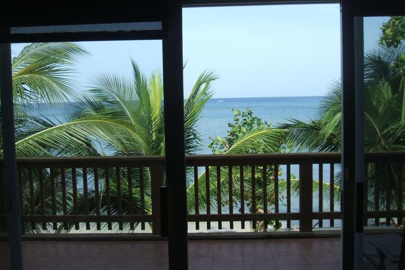 Living Room View - Bella Vista en Bayside - Roatan - rentals