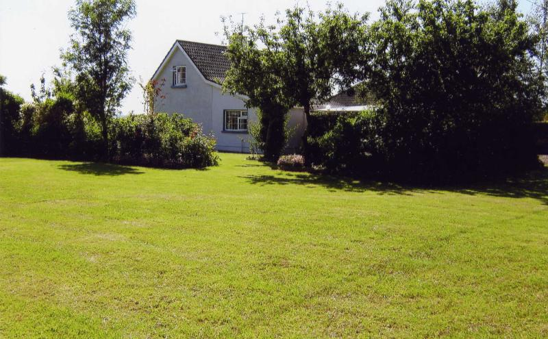 Cooga Cottage - Beautiful Country Cottage & Garden   Free Wi-Fi - Doon - rentals