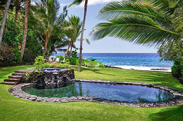 Oceanfront Pool, Jacuzzi, beach chairs with 4 units - Kona Beach Bungalows - 5 Units - Kailua-Kona - rentals