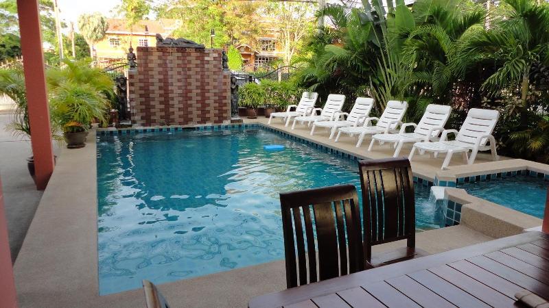 5 bedroom Villa, private pool and huge living room - Image 1 - Pattaya - rentals