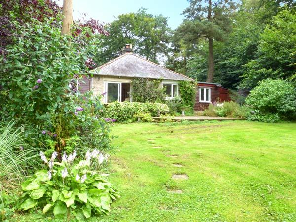 WOODHILL, with woodburner, off road parking and a spacious garden, in Barnard Castle, Ref 18104 - Image 1 - Barnard Castle - rentals