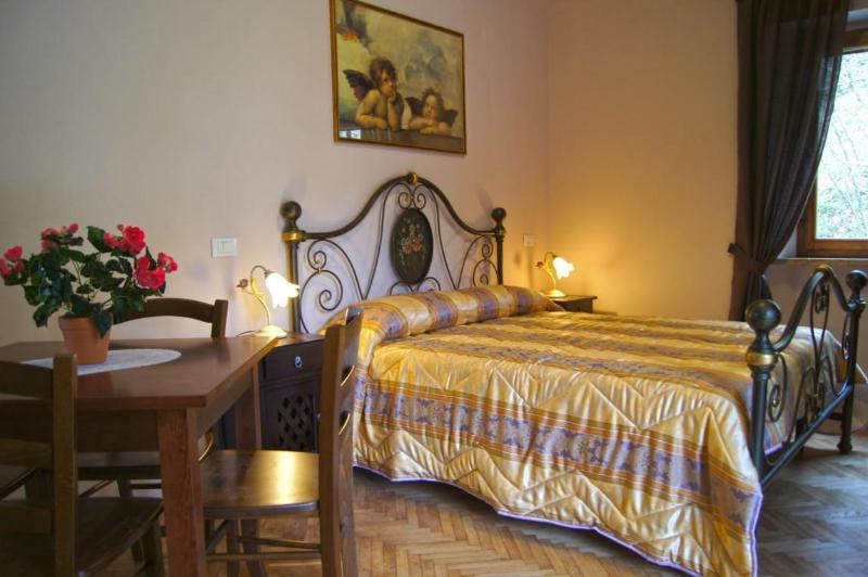 Pink Apt. - Bed - Casale Santamaria -Studio 2-3 p. near Pisa & Lucca - Pisa - rentals