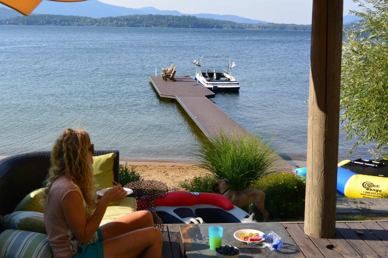 Wrap around deck w/ soft seating overlooking your own private sandy beach and dock - Early Summer Special! $225/Night for 3+ Nights - Sandpoint - rentals