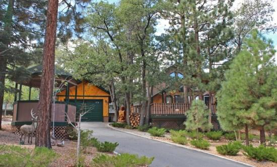 Angels Camp Front View - Angels Camp Hideaway Cabin an enjoyable Vacation Cabin in Big Bear on a nice quiet street with outdoor hot tub, a few squirrels and other wildlife. - Big Bear Lake - rentals