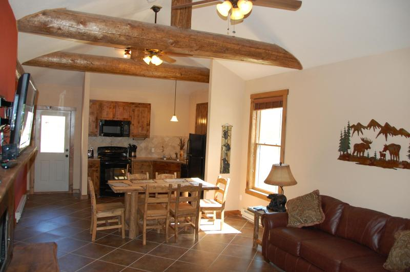 open living area- lots of room to relax - Great New Cabin w/ King Beds and Longs Peak View - Estes Park - rentals