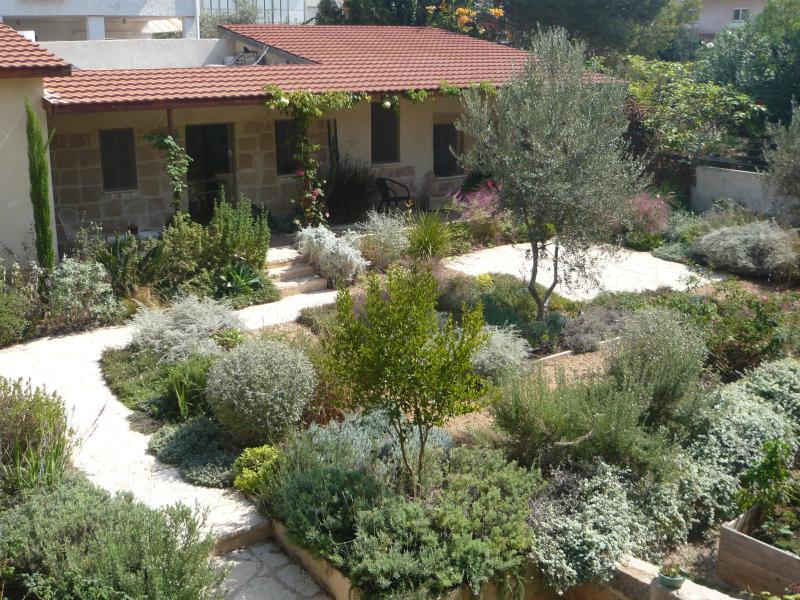 Cottage with its beautiful Garden - Beautiful Stone Cottage in Tranquil Zichron Garden - Zichron Yaakov - rentals