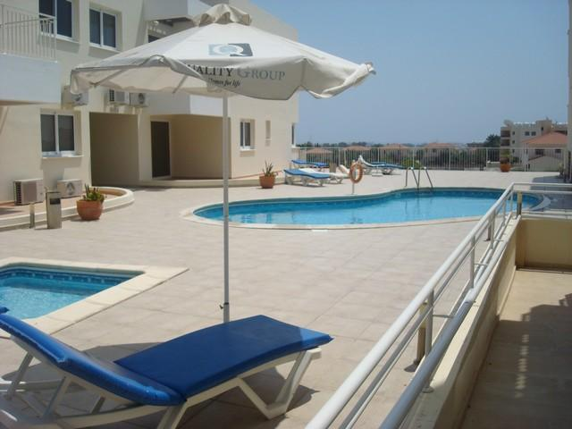 Swimming pool area - Luxury Oroklini Apartment,  2km from the beach - Oroklini - rentals