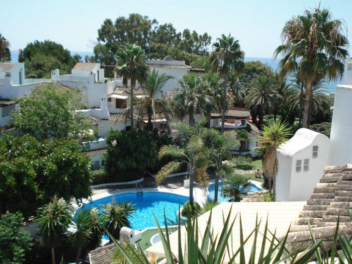 Pool view from terrace - Beachside Penthouse in Marbella Golden Beach - Marbella - rentals