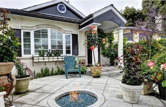 Front Porch w/ Glass Firepit to roast marshallows - Beautiful Beach Cottage - 1.5 Blocks to the Beach! - Redondo Beach - rentals