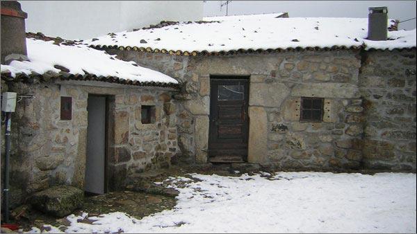 Tazém House - Exterior - Casas Folgosinho - House Superior Bedroom - Gouveia - rentals