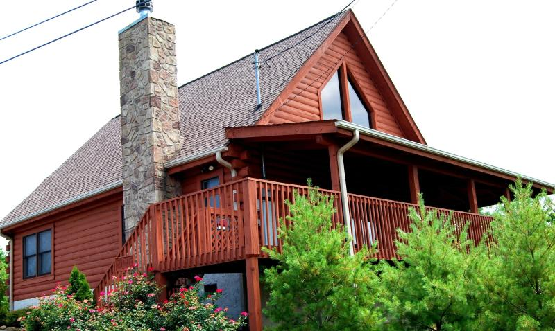 Real Log Cabin -  Honey Bear Cabin - Dollywood Rental-Mt. View, Hot-Tub, Pool - Sevierville - rentals