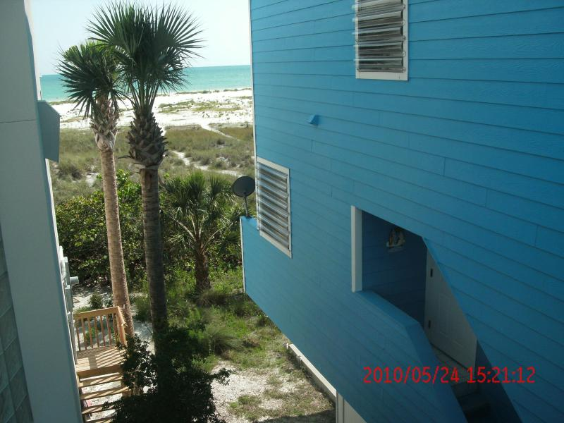 Front door entrance - Blue Beach House South ! - Sarasota - rentals
