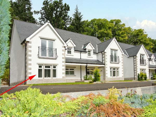 THE OAKS, RIVER COURT, ground floor apartment, off road parking, garden, close to river, in Invergarry, Ref 18883 - Image 1 - Fort Augustus - rentals