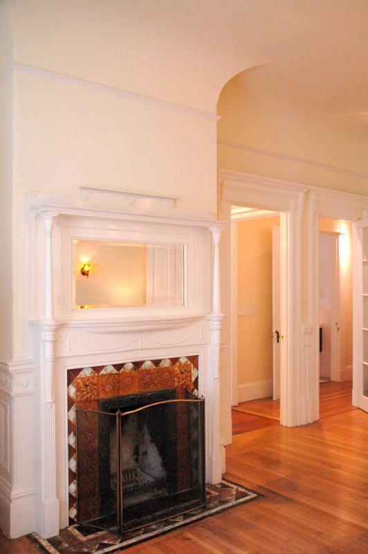 Wood Burning Fireplace - Charming Flat-Chic Valencia Street - San Francisco - rentals