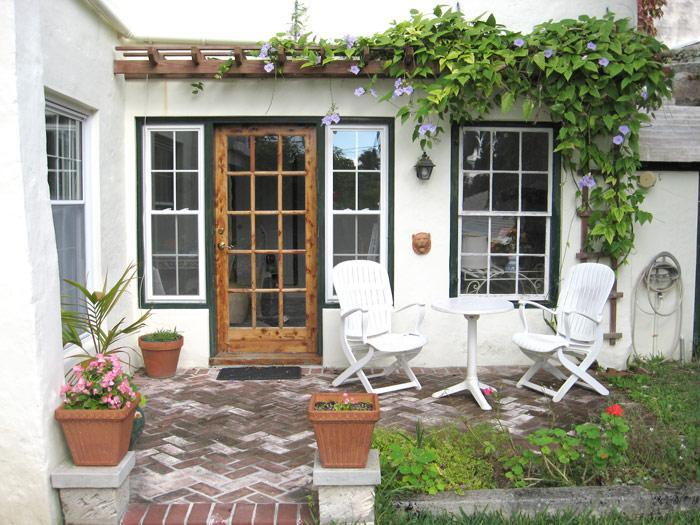 Front entrance and garden - Crooked Elbow - Saint George - rentals