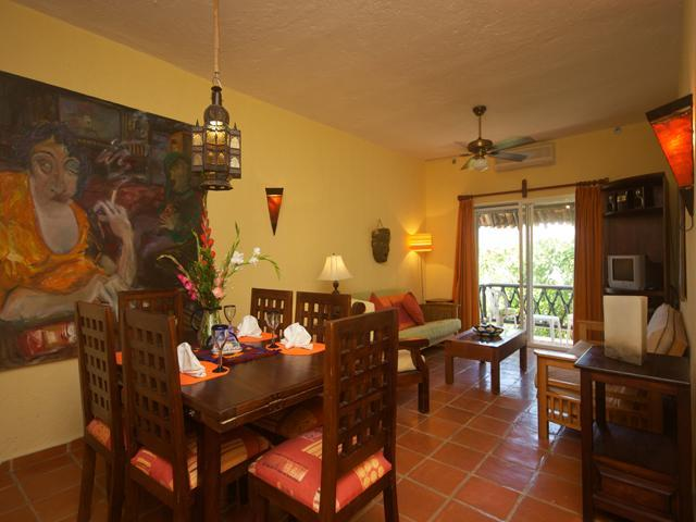 overview of dining and living area - LAS FLORES GIRASOL - secure parking space included - Playa del Carmen - rentals