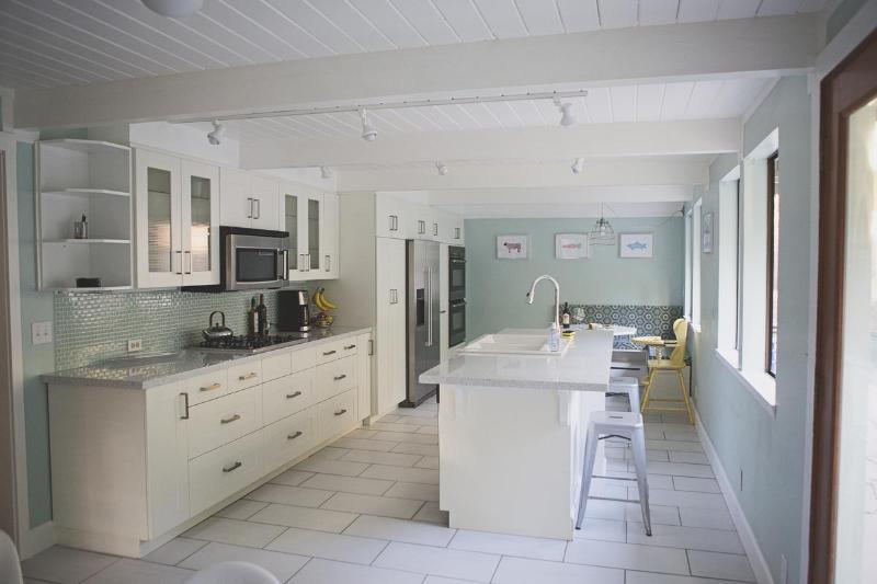 Light, Bright & Modern Kitchen - Modern Sonoma Escape with Pool & Jacuzzi - Glen Ellen - rentals