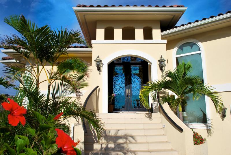 Gateway to Your Dream Vacation - Kahala Panoramic Ocean Views SPECIAL SUMMER RATE - Honolulu - rentals