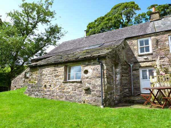 SALLY END, stone-built cottage, with woodburner, off road parking, and close to scenic walks, in Ravenstonedale, Ref 11602 - Image 1 - Ravenstonedale - rentals