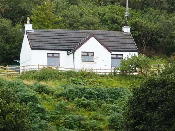 MARYS HOUSE, pet friendly cottage close to sandy beach, sea views, woodburner in Portuairk, Kilchoan Ref 18280 - Image 1 - Kilchoan - rentals