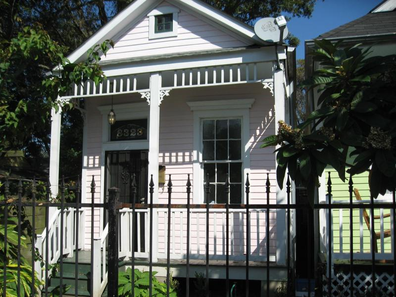 Exterior (1) - Charming three room house  near exciting Oak St. - New Orleans - rentals