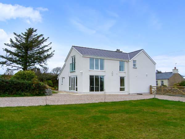 BRON GORS, detached cottage with woodburner, granite worktops, en-suites, 5 acres of pasture, in Edern, Ref 14643 - Image 1 - Morfa Nefyn - rentals