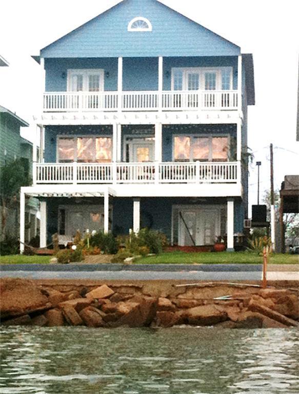 Beautiful Bay Front Home next to Kemah Boardwalk - Image 1 - Kemah - rentals