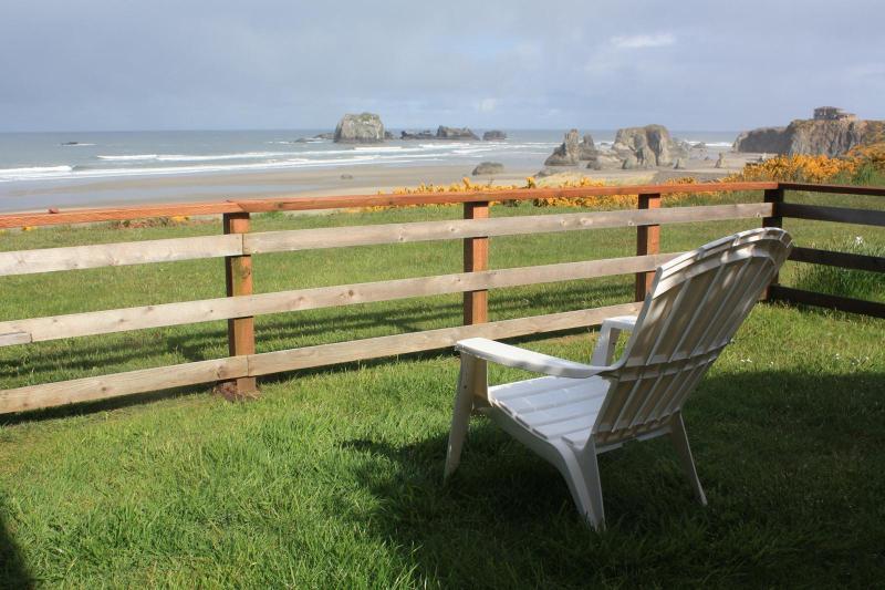 Ocean Vista The Cottage, slps 6 & a Studio slps 2 - Image 1 - Bandon - rentals
