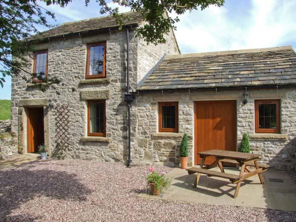 SWALLOWS BARN, woodburner, countryside views, patio area in Litton Slack near Tideswell Ref 10368 - Image 1 - Heart of England - rentals