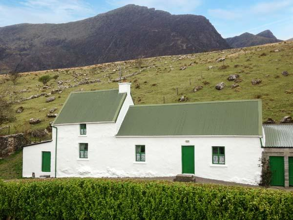 LOCH CRUITE COTTAGE, traditional cottage by Mount Brandon, open fire, Dingle Peninsula on doorstep, Cloghane Ref 905881 - Image 1 - Cloghane - rentals