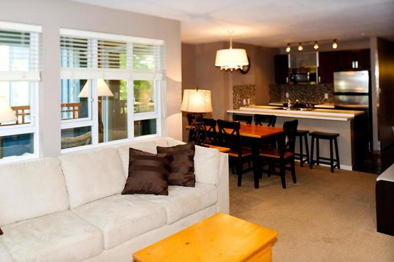 Our refurbished apartment can easily accommodate larger families, and couples sharing. We are located on the QUIET side of the building and have only 1 neighbour at our end of the hallway, so enjoy the location and the serenity. - 236 Eagle Lodge, Whistler Town Plaza - Whistler - rentals