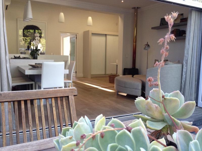 ambience on patio - Elegant Stellenbosch apartment: Tuishuisie - Stellenbosch - rentals