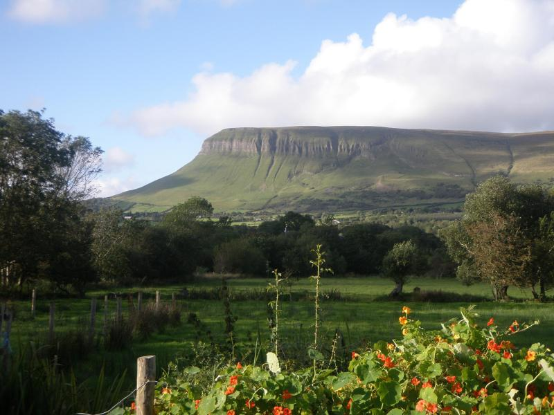 The view from front door, outdoor picnic table and seating supplied. - Mountain View chalet in Drumcliffe, Sligo, Ireland - Sligo - rentals