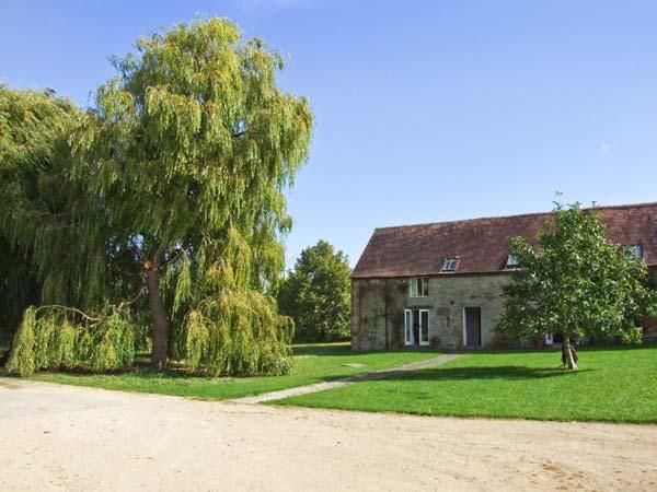 LAMBCOTE BARN - barn conversion on the owner's farm, en-suite bedroom, woodburner, Ref 14580 - Image 1 - Stratford-upon-Avon - rentals