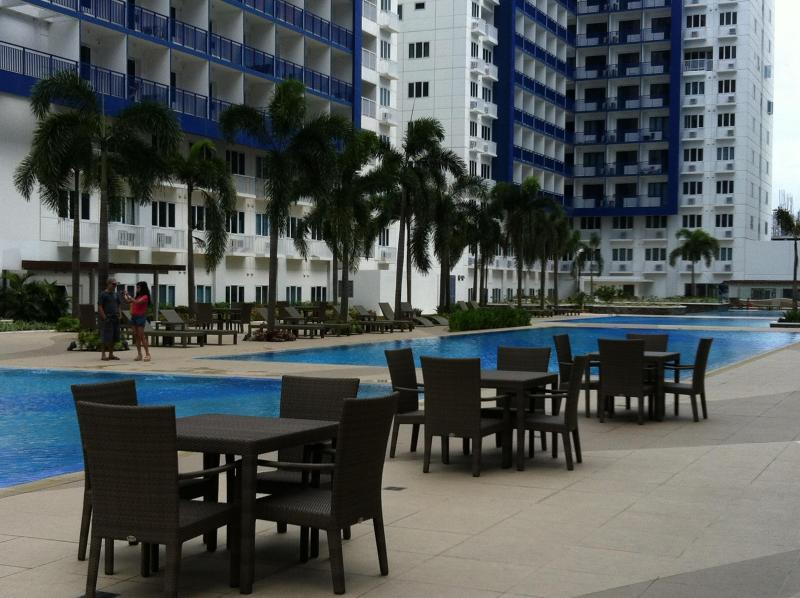 around the pools - resting and dining areas - 2 BR FULLY FURNISHED CONDO UNIT SEA RESIDENCE MOA - Manila - rentals