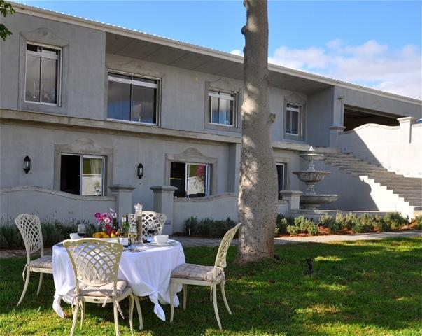 Dieu Donne Guest Unit patio and garden - Boutique Self Catering Unit near Stellenbosch - Stellenbosch - rentals