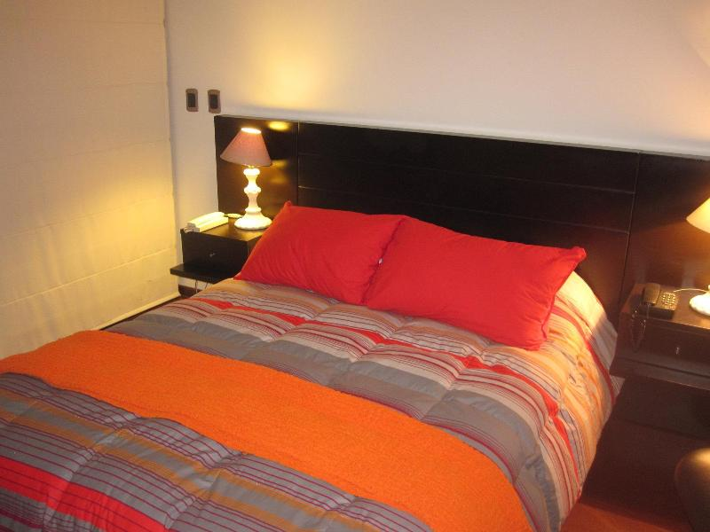 Cozy Bedroom with Balcony - 2014 Excellence Award Winner in Miraflores!! - Lima - rentals