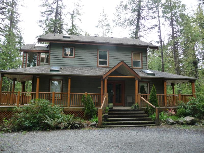 CEDARVIEW HOUSE - Main entrance - CedarView House & Suite, Tofino, British Columbia - Tofino - rentals