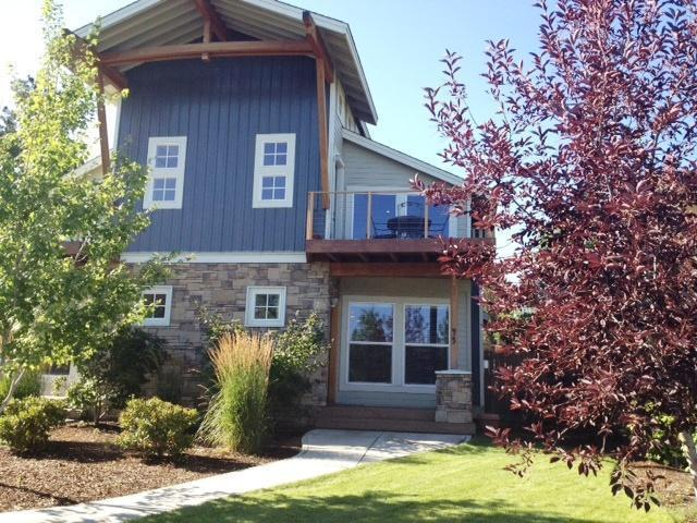 Striking modern lodge design - Luxury Bend Townhome Walk to Old Mill District - Bend - rentals