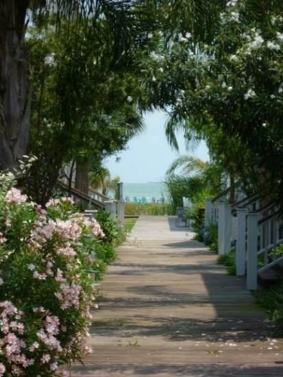 The boardwalk between the houses with Aransas Bay in view - My Blue Heaven - Rockport - rentals