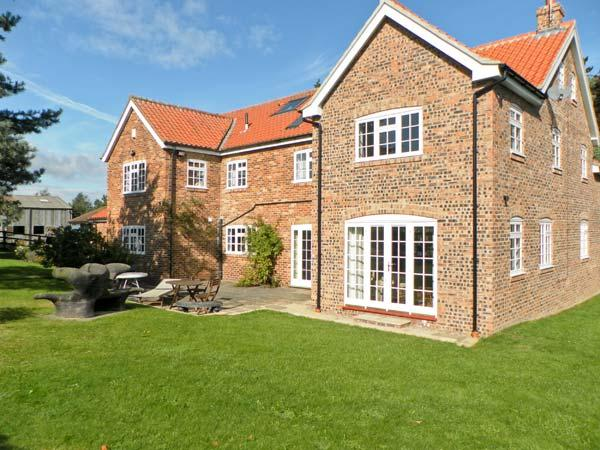 THE TRAINER'S HOUSE, private swimming pool, woodburner, off road parking, garden, in Malton, Ref 18492 - Image 1 - Malton - rentals