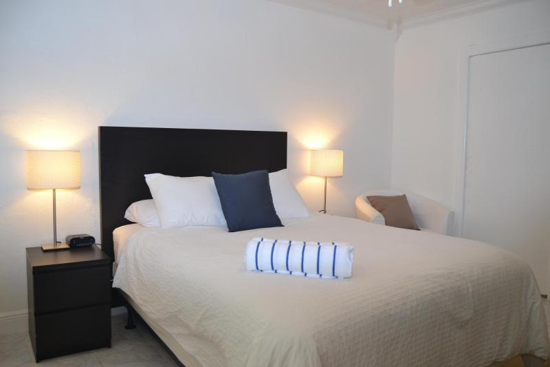 Antioch #4 Deluxe Studio with a queen bed - Deluxe Studio's, close to beach and shops! - Fort Lauderdale - rentals