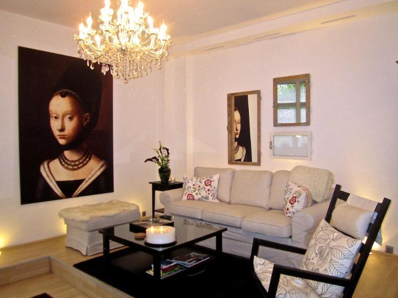 The Living room (very spacious) - Elegant Vacation Apartment in Trendy Neighborhood of Berlin - Berlin - rentals