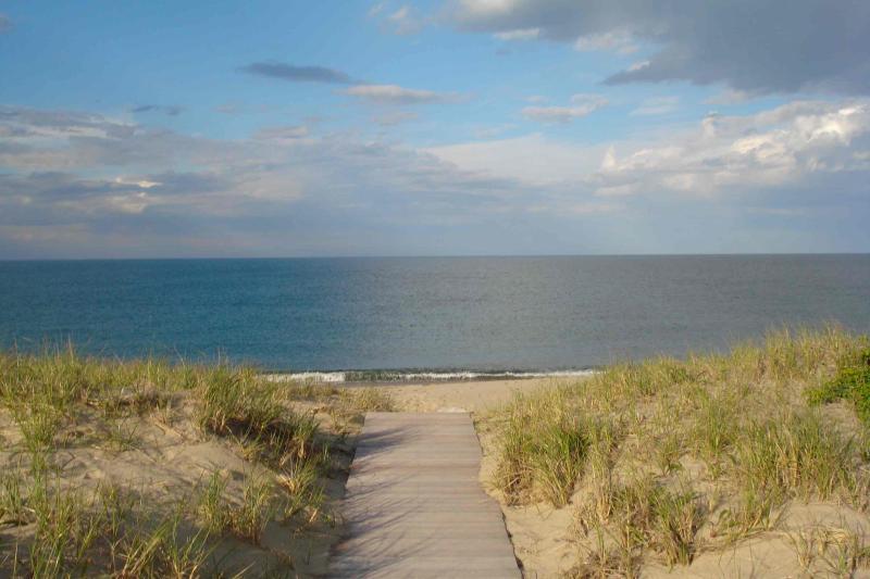 4 Bedroom 2 Bathroom Vacation Rental in Nantucket that sleeps 8 -(10310) - Image 1 - Nantucket - rentals