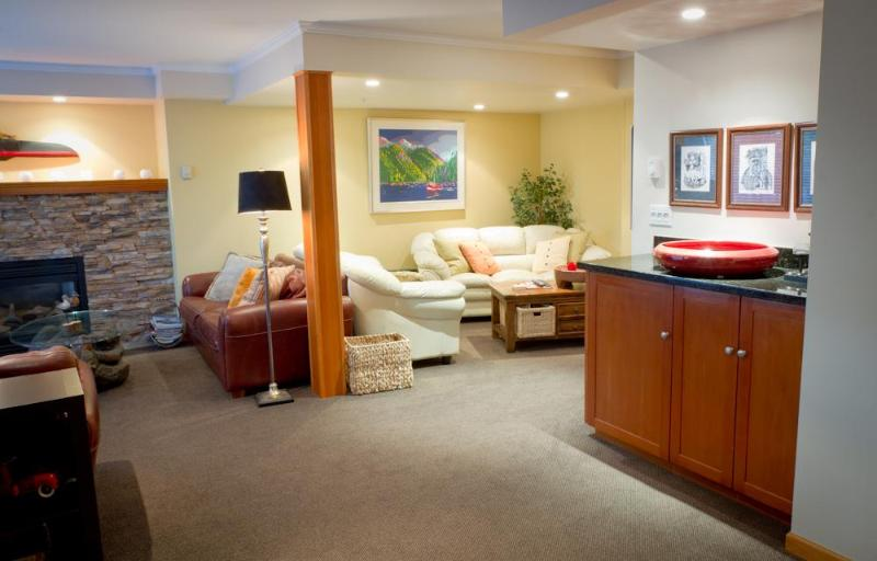 Large, comfy living room area - Lagoons 20 - 5 bdrm, 4.5 baths 2 private hot tubs - Whistler - rentals