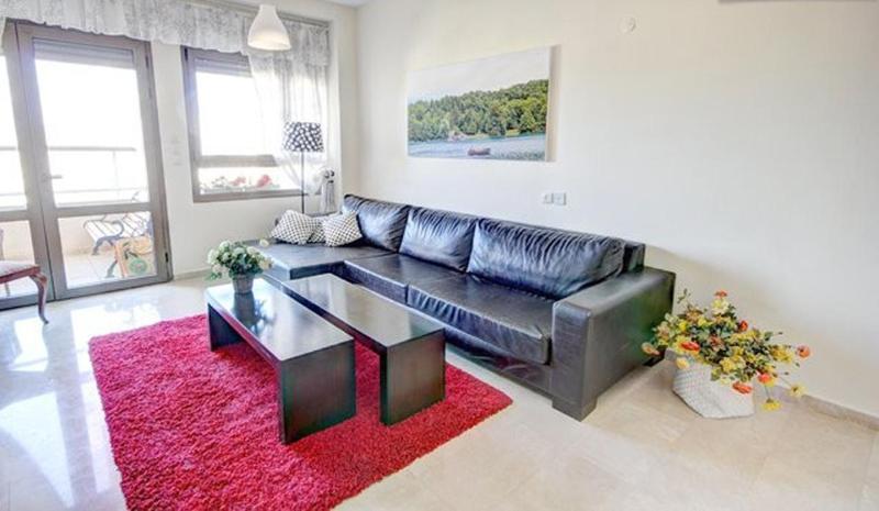 Living room - Fantastic 2bdroom Great Value, Great location - Tel Aviv - rentals