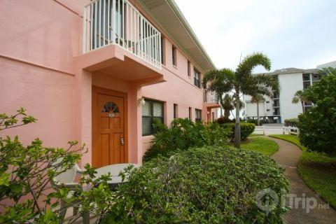 Located just across a quiet street to the beach access of St. Pete Beach - 103 - Gulf Winds - Saint Petersburg - rentals